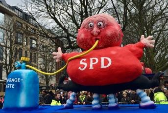 Merkel und Schulz Wagen 2 - Jacques Tilly