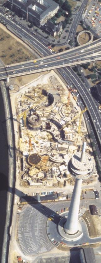 © Landtag NRW - Gesamtbaustelle, Luftaufnahme mit Fernmeldeturm, 1983