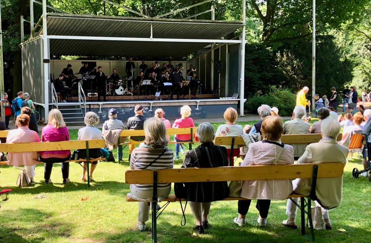 Hofgartenkonzerte, un dimanche au parc et en musique !